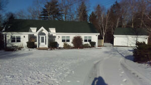 3 BEDROOM BUNGALOW IN FALL RIVER VILLAGE ON THIRD LAKE!