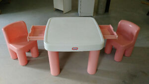 Table et 2 chaises Little Tikes