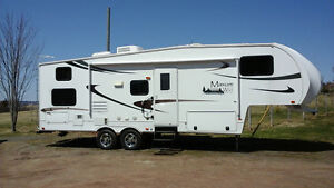 REDUCED MUST SELL 2011 Fifth Wheel with bunks