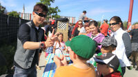 Close Up MAGIC 4 Parties/Festivals by Awesome Magician from $125