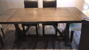 7 Pcs Dining set- 3 years old - Mint condition