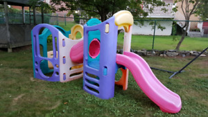 Little Tikes 8 in 1 adjustable in and slide play structure
