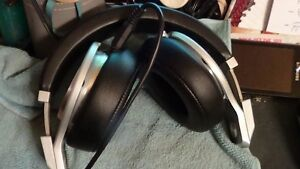 """Beats by Dr. Dre """"Pro"""" active noise cancelling headphones PLUS Cornwall Ontario image 1"""
