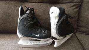 Brand new Nike Quest-2 youth hockey skates Y9D