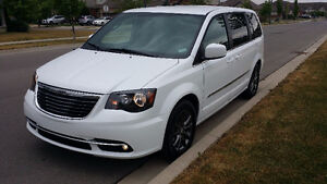 2015 Chrysler Town & Country S only 32,000km warranty factory