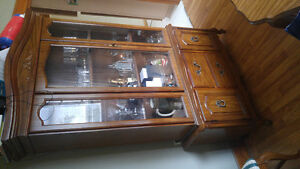 Hutch and dining room table with chairs Windsor Region Ontario image 2