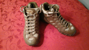 Ladies size 7 sketcher boots