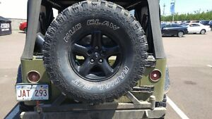 I'm looking for one (1) 35/12.50r15 tire