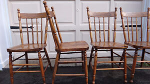 Set of 4 Antique Pressback chairs c.1910 West Island Greater Montréal image 3