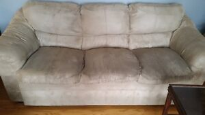 couch, loveseat and chair set NOW $500 for all 3, good condition Peterborough Peterborough Area image 1