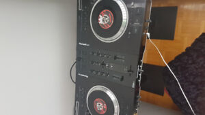Numark Ns7 with  Case with effects bar/ serato Pro/traktor / A1