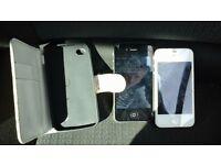 2 iPhone 4's