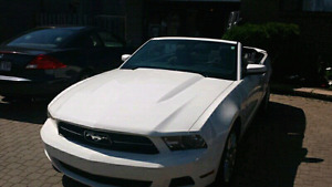 2012 convertable Ford Mustang (White)