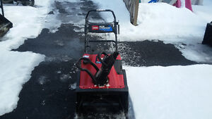 2001 Toro Snow Commander 7HP 24 inch cut snow blower, new cables