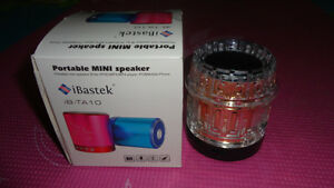 BRAND NEW MP3/MP4 2GB SPEAKER USE SD CARD/USB/FM RADIO Windsor Region Ontario image 1