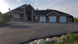 Executive Acreage in Dewinton