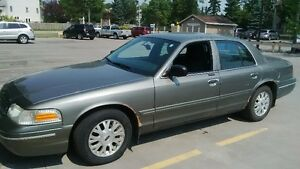 2003 Ford Crown Victoria Green Sedan
