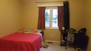 ROOM FOR RENT AJAX - FEMALE STUDENT PREFERRED