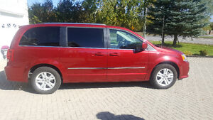 2016 Dodge Grand Caravan Crew Fully Equipped, ONLY 8000KM