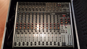 Console Behringer X2222usb