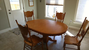 Oak Pedestal Table w/Chairs