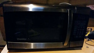 DANBY 900W GREAT CONDITION MICROWAVE !