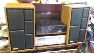Sears vintage 70s stereo system.