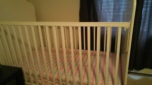 wooden crib(white)