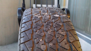 All seasons 1 tire of size 195 / 60 / R14 Michelin
