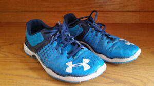 SIZE 10 BLUE UNDER ARMOUR RUNNING SHOES Peterborough Peterborough Area image 2