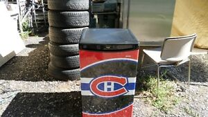 brand new montreal canadiens mini fridge... not working