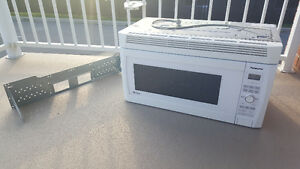 Panasonic micro-ondes avec hotte / microwave over-the-range