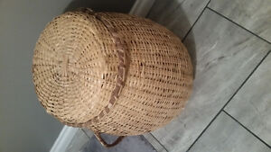 Wicker basket/Hamper
