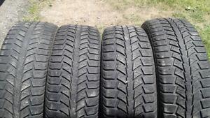 4 pneus d hiver uniroyal  195 65 15  ,,100 $,,,514 571 6904,,