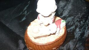 "VINTAGE ADORABLE ""PRECIOUS MOMENTS"" XMAS MUSIC BOX Kitchener / Waterloo Kitchener Area image 2"