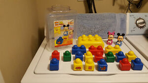Lego Disney's Baby Mickey - #2592 - Year 2000 - Complete