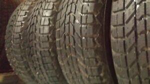 215/60/16 4 Beaux pneus hiver Firestone Winterforce 125$ pour 2