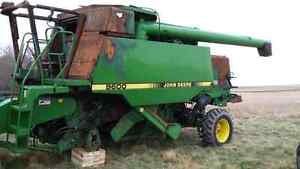 Parting out 9600 John Deere Combine