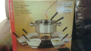 New in box stainless steel fondue set with gel fuel London Ontario image 4