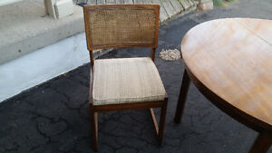 """40"""" Round table + 2 chairs set London Ontario image 5"""