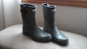 Size 8 rubber boots ,womens