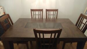 Dining roon table and 4 chairs
