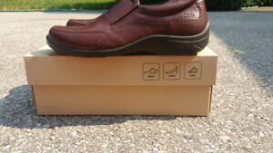 Womens ecco casual slip ons size: 8/8.5