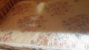 Twin size mattress with box in good condition Kitchener / Waterloo Kitchener Area image 2