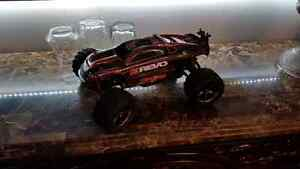 Traxxas 1/16 e revo - Brushed Version + Extras