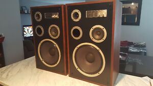VINTAGE ZENITH ALLEGRO 4000 LOUDSPEAKERS. LIKE NEW CONDITION!!