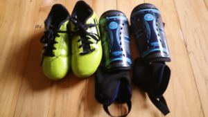 Boys running shoes & knees pads
