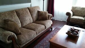 2 LIVINGROOM  COUCHES SOFAS ONE CHAIR 3 PEICES TOTAL Kingston Kingston Area image 6
