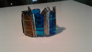 Coloured glass and metal bracelet