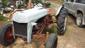 Tractor for sale.. 1947 ford 8N  ..Runs needs starter rebuilt. .